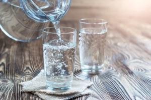 Una buena parte de nuestro cuerpo es agua, por eso es muy importante mantenernos hidratados adecuadamente.
